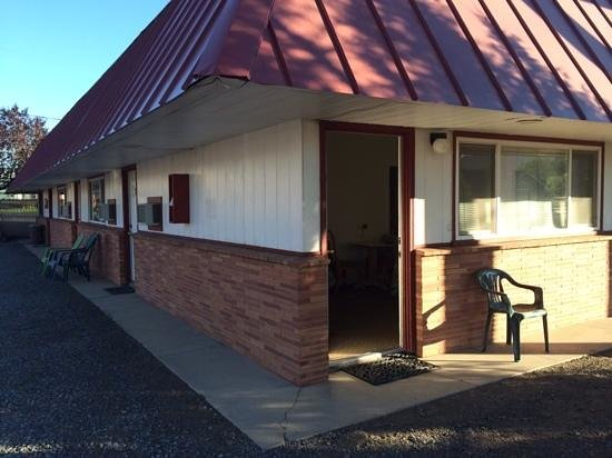 Golden West Motel room