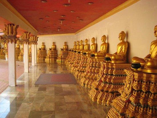 Тап-Пут, Таиланд: Inside the tempel yard