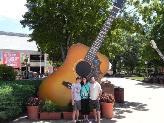 entrance to the Grand Ole Opry!  love the guitars!