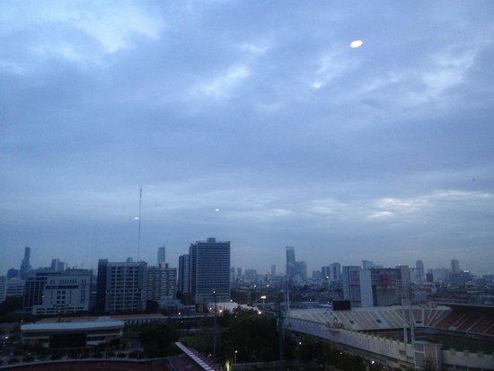 Holiday Inn Express Bangkok Siam : La finestra della stanza sullo skyline