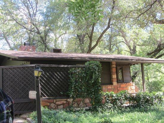 Briar Patch Inn : Exterior of Blue Jay cabin