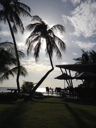 Promtsuk Buri: Accès au restaurant et à la plage