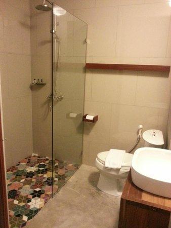 Villa Phra Sumen Bangkok: Bathroom