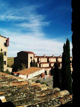 Parador de Segovia: hotel entrance, kind of patio