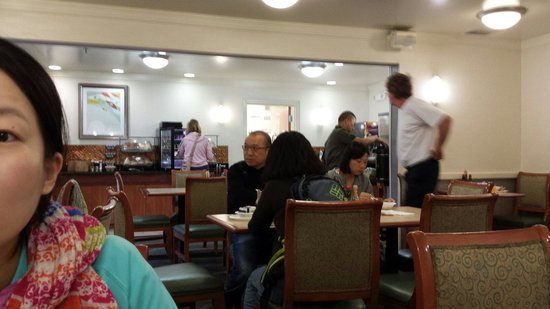 Baymont Inn & Suites Flagstaff: Breakfast area