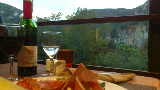 Hotel Le Belvedere : Enjoying the food, wine & the view