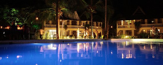 Michamvi Sunset Bay Resort : Dinner around the pool