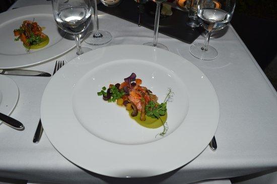 NATIONAL Restaurant Bar Terrasse: Bretonischer Hummer mit Erbsen