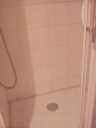 Appart'hôtel Odalys Palais Rossini : douche moisie