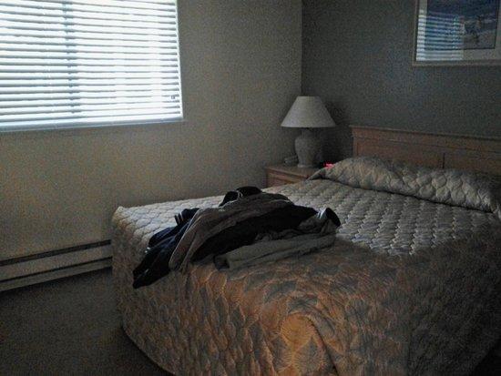 The Surfside Inn: bedroom