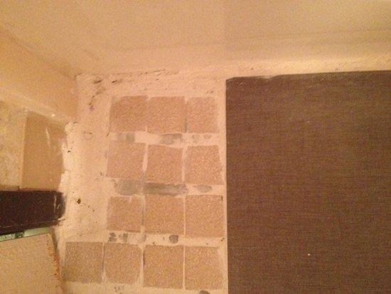 Rodeway Inn: Bathroom floor