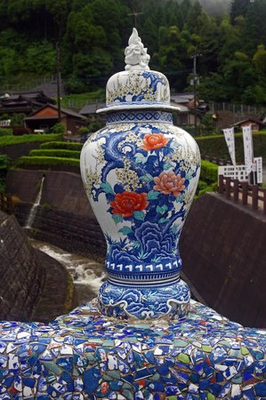 Imari Okawachiyama: Iro-yaki type vase on Clan Kiln Bridge at the bottom of town.
