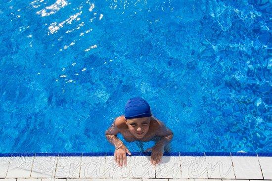 Villaggio Estella Club : Il mio bimbo nel blu della piscina