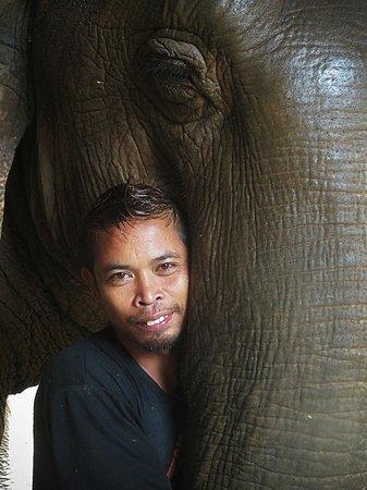 Anantara Golden Triangle Elephant Camp & Resort: Mahout & Lana