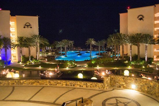 Hyatt Ziva Los Cabos : View from front entrance in the night