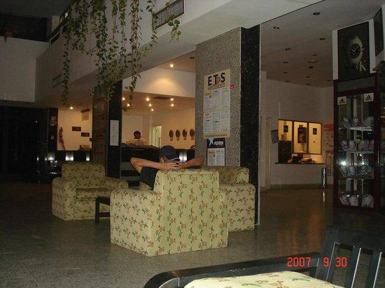 Beirut Hotel : лобби
