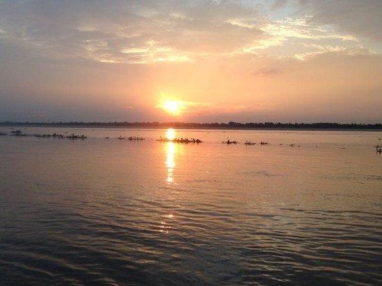 Hotel Buddha: Beautiful sunrise on ghat