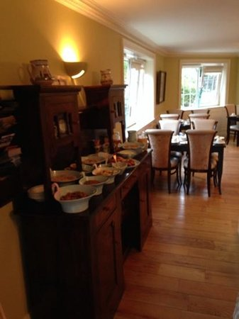Robeen House: breakfast room - 2