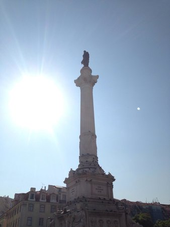 Rossio Square: First thing in the day