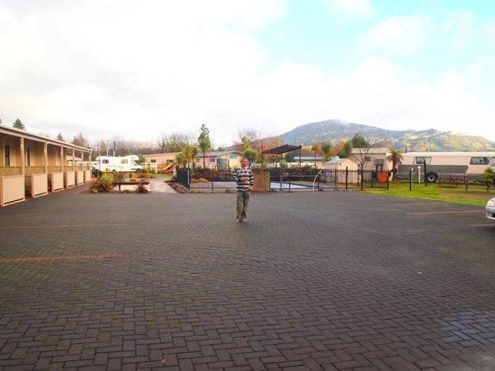 Rotorua Top 10 Holiday Park  08