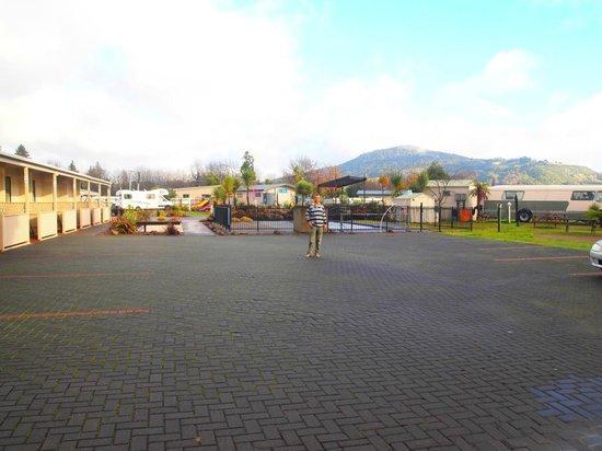 Rotorua Top 10 Holiday Park  02