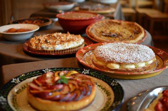 Hotel La Clef Des Champs: Buffet de desserts