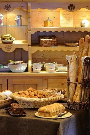 Hotel La Clef Des Champs: Buffet petits déjeuners