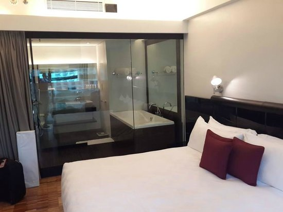Hotel Maya Kuala Lumpur : Room n bathroom