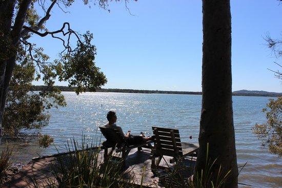 Eumarella Shores Noosa Lake Retreat: Our private jetty on the lake