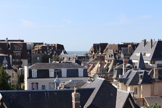 La Closerie Deauville Residence Hotel: Vue de Deauville du salon de l'appartement