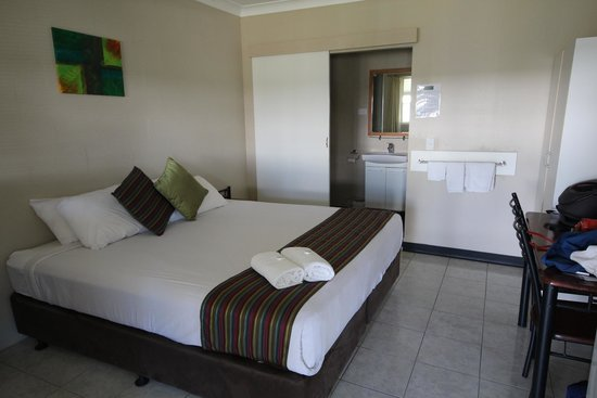 Beagle Motor Inn: room