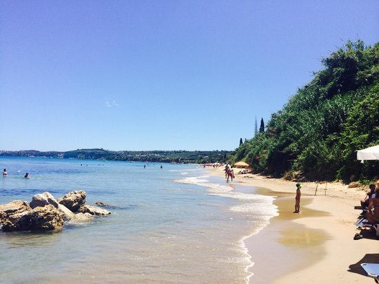 Παραλία Περουλια