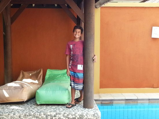Bali Alizee Villas : Le faré à côté de la piscine