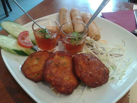 Curry & Cocos: Spring rolls and fishcakes
