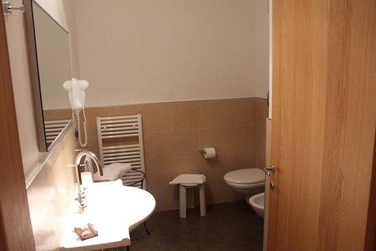 Albergo Savoia: Туалет и Душ