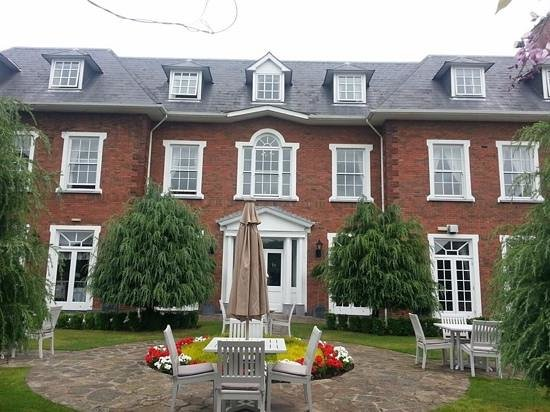 Hayfield Manor Hotel: Back of the hotel