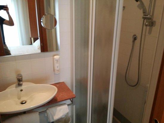 Imperia Hotel: Ванная комната