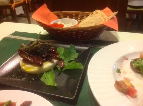 Kerasma Restaurant: A starter dish, just one of many to choose from.