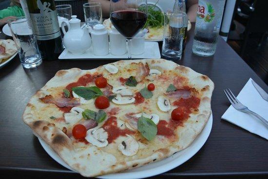 Chateau des Jardins : Pizza