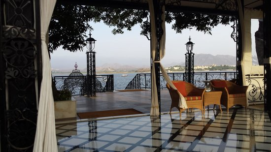 Taj Lake Palace Udaipur: jetty, the gate to heaven