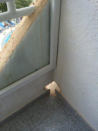 HSM President Golf & Spa: A bit dangerous hole for kids on the balcony