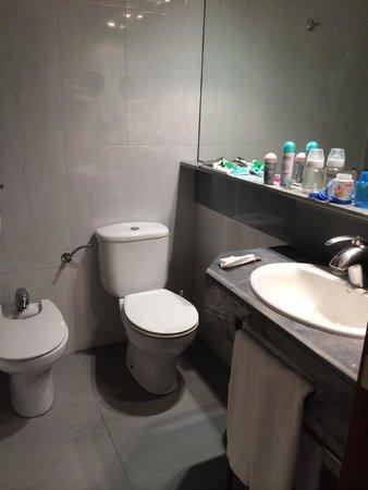 HSM President Golf & Spa: Clean bathroom