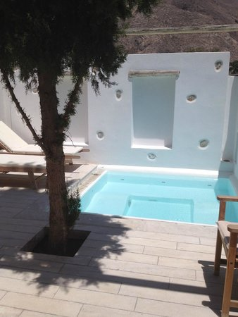 Meltemi Village: Upgrade private courtyard