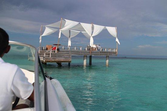 Baros Maldives : ピアノブレックファースト
