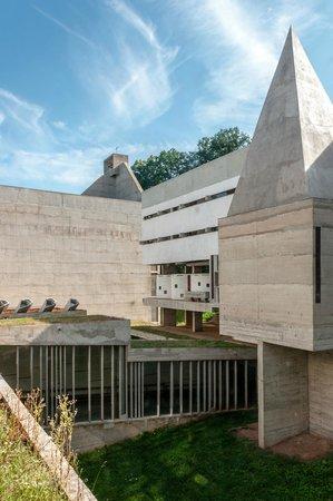 Couvent de la Tourette: Le jardin intérieur du cloître