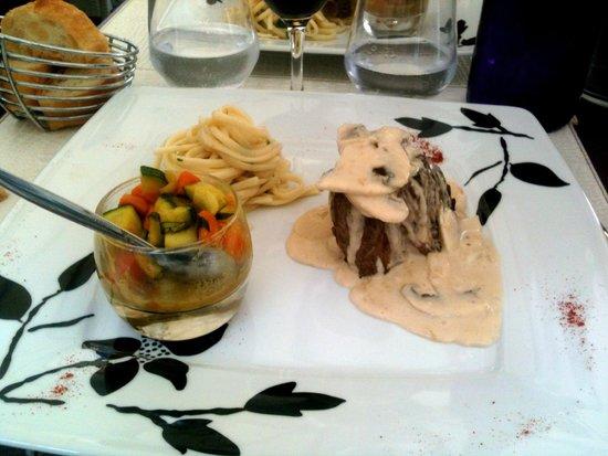 Les lavandes : le filet de boeuf accompagné de sa verrine de légumes croquants