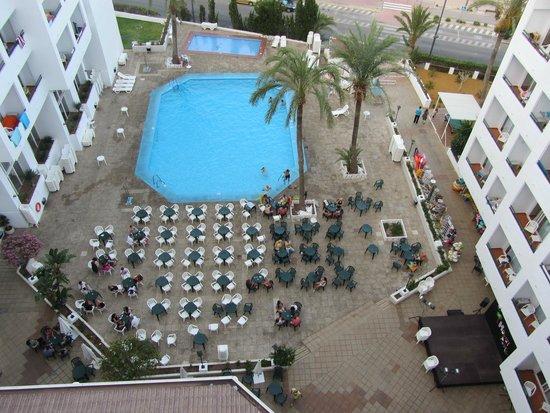 Hotel Best Indalo: Preparación de las mesas para la noche