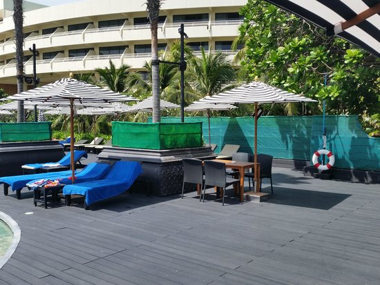 Hilton Phuket Arcadia Resort & Spa: Am Pool