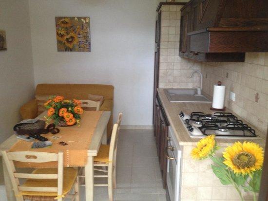 Cucina tavolo e divano alloggio 39 il paniere 39 picture of - Divano in cucina ...