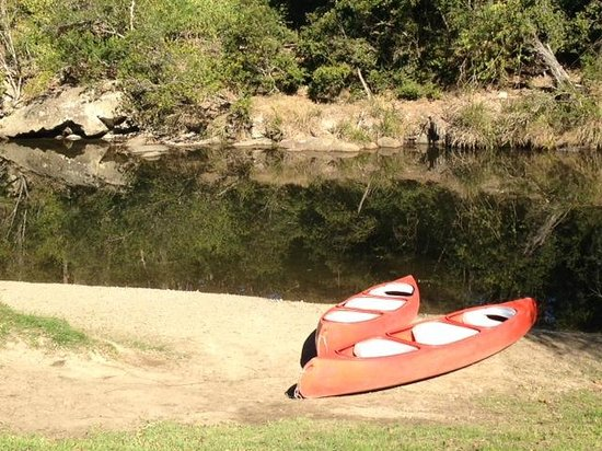 Riverwood Downs Mountain Valley Resort: Canoes available for hire